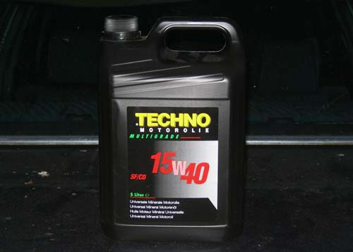 http://www.twolefthands.nl/auto/Hildo%27s%20280SE/page3/20120515_techno_olie.jpg